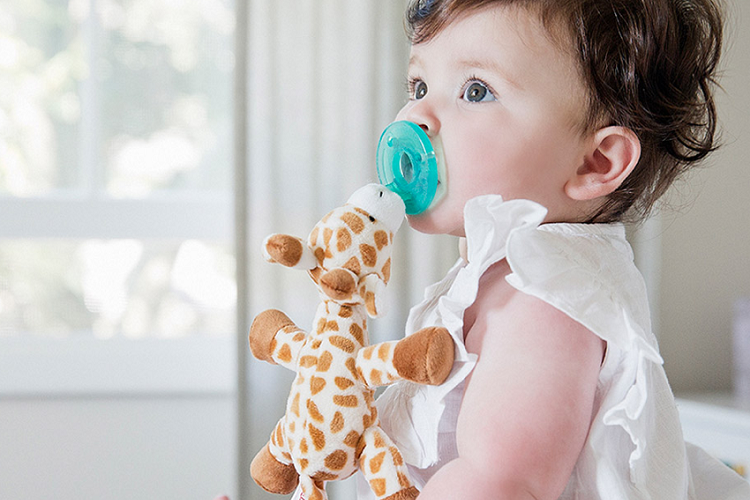 Does Wubbanub Help Keep Pacifier In Mouth